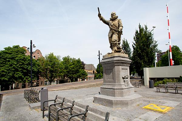 Standbeeld Piet Hein